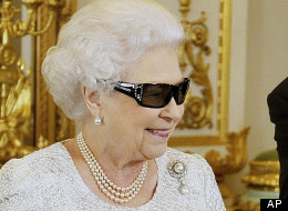 Queen Elizabeth in 3D glasses (from www.huffingtonpost.com 25.12.12)